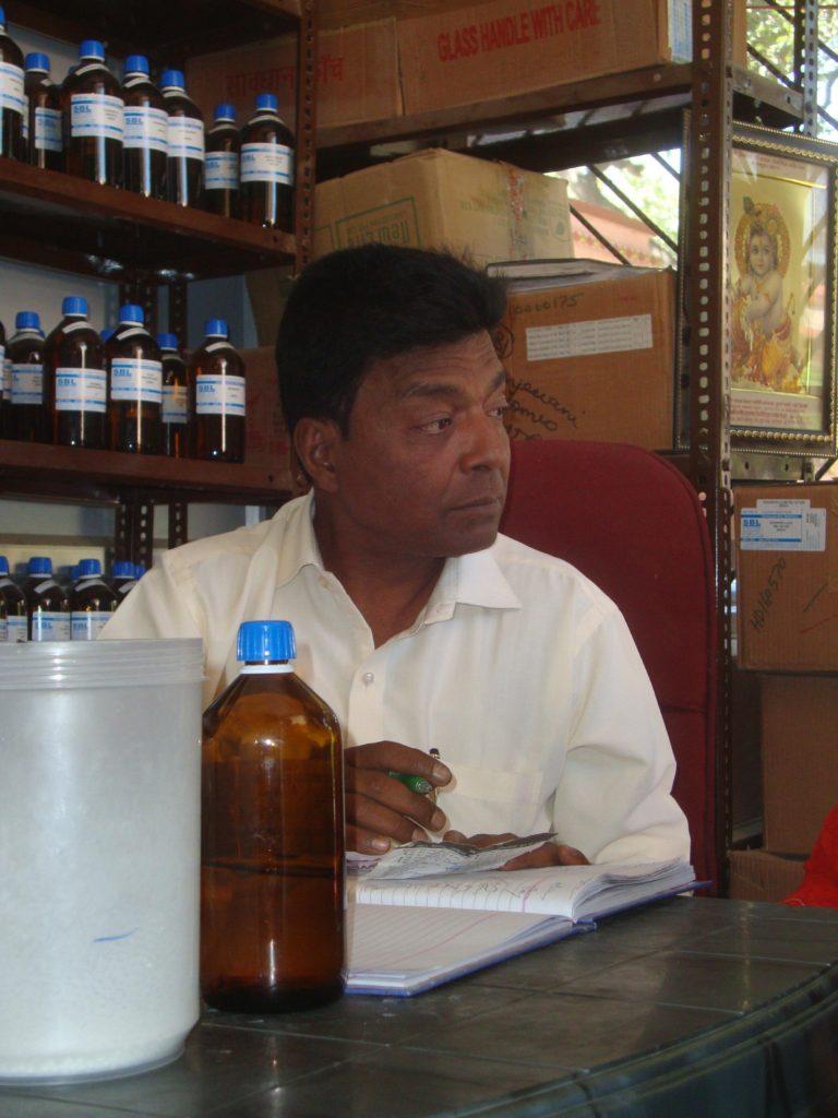 Dr. Gupta bei der Arbeit